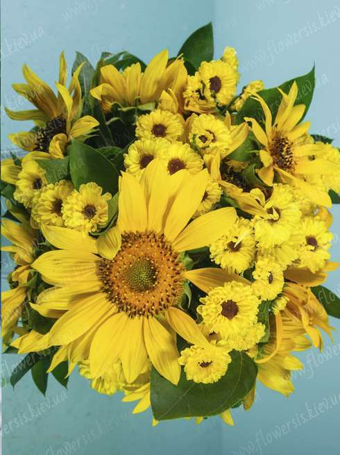 Bouquets of flowers kiev bouquet sunflowers with home